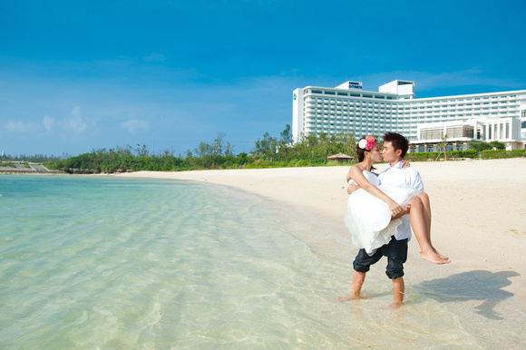 Clear Okinawan waters. Getting in the water is always good on your wedding day!